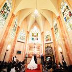 マリエカリヨン名古屋:ステンドグラスが輝く大聖堂に魅了されて、教会式を決めたふたり。スタッフの丁寧な対応にも好感が持てた