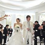 SWEET ROSES CLUB OKAZAKI(スウィート ローゼス クラブ岡崎):回廊でのブーケブートニアの演出で和やかな始まりに。ゲストをそばに感じる円形のチャペルで永遠を誓った