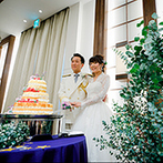 SWEET ROSES CLUB OKAZAKI(スウィート ローゼス クラブ岡崎):ゲストが花を飾り雪化粧をしたようなクリスマスツリーが完成。テーマ性あふれるコーディネートや料理が好評