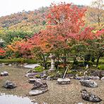 京都 北山モノリス(KYOTO KITAYAMA MONOLITH):遠方ゲストの移動の負担が少ない点も重視。風情あふれる日本庭園ごと一組貸切で過ごせる贅沢な空間を選んだ