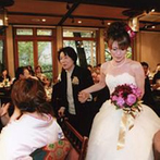 THE GARDEN PLACE SOSHUEN(蘇州園):ドレスの次はお気に入りの和装で登場…そんなチャンスを利用し、新郎ファミリーがサプライズで生演奏を披露