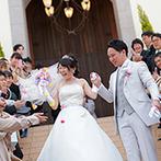 アルカンシエル ベリテ 大阪:外に出た瞬間、開放感に包まれるチャペル。聖歌隊の清らかな歌声や、大階段での花びらの祝福にも感動