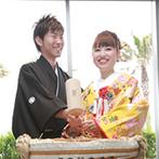 ラヴィマーナ神戸(RAVIMANA KOBE):ゲスト参加型の鏡開きで大盛り上がり!友人からのムービーや新郎からのプレゼントのサプライズに新婦も笑顔