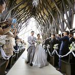 ラヴィマーナ神戸(RAVIMANA KOBE):高まる緊張をほぐしてくれる、ナチュラルな雰囲気のチャペル。ガーデンでアフターセレモニーも満喫した