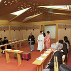 ウェスティンホテル大阪:雅楽の調べが響き渡る凛とした空間で、生涯を誓う厳かな神前式。パーティ会場への移動もスムーズだった