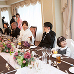 ウェスティンホテル大阪:次々と運ばれてくる、和洋折衷の料理や和テイストのスイーツなど、その美味しさにゲストも思わず笑顔!