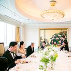 帝国ホテル 大阪:第一部の会食の舞台は、窓から大阪の美しい街並みを望む22階の会場。全員の顔を見渡しながら美食を味わった
