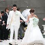 モンサンミッシェル大聖堂 ~ザ・ガーデンコート なんばパークス~:温かな光は、これからのふたりの幸せの象徴!上質感で満たされたチャペルで熱いキスを交わし、結婚を誓った