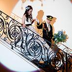 セントグレースヴィラ:ヨーロッパの調度品が配され、優雅な階段入場も叶うパーティ会場。祝福映像やサプライズダンスに沸き立った