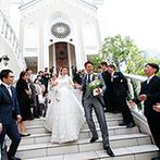 セントグレースヴィラ:豪華な大聖堂での挙式も、愛娘と一緒だったからこそ温かいムードに。大階段で憧れのフラワーシャワーも実現