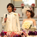 ベイサイド迎賓館 神戸:白亜の大邸宅が、新婦の大好きなアンティークなムードにマッチ。装花やドレスも、トータルにコーディネート