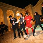 ベイサイド迎賓館 神戸:イルミネーション輝くガーデンから、ユニフォーム姿の新郎が再登場。貸切りガーデンでサッカー対決!