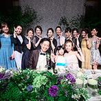 ロイヤルオークホテル スパ&ガーデンズ:シャンデリアがきらめく優雅なバンケットが舞台。装花からフルコース料理まで、上質感あふれる披露宴が実現