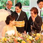迎賓館:四季折々の魅力を映すガーデンを一望できる、開放的なパーティ会場。シェフの料理も美味しい笑顔を誘った