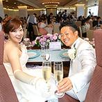 神戸メリケンパークオリエンタルホテル:2面の大きな窓が広がるパーティ会場。乾杯とともにカーテンが開き、神戸の海と街並みを見わたせる開放感!