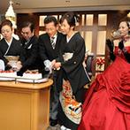京都ガーデンパレス:ケーキ入刀&ファーストバイトを両親にも!感謝の気持ちを込めたケーキへの入刀でなごやかなシーンに