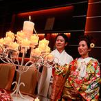 京都ガーデンパレス:大きなスクリーンで上映されたふたりの思い出にゲストも感動。和モダンな空間が鮮やかな色打掛にもぴったり