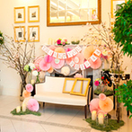 ベイサイド迎賓館 長崎:貸切邸宅をトータルコーディネートし、春らんまんの華やかな空間に。ドレスも和装も映えるアレンジが好評