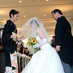 ガーデンヒルズ迎賓館 松本:両親の愛を感じ、幸せを噛みしめた感動挙式。カラフルな風船が空を舞う、ドロップ&フライで盛り上がった