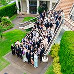 ヴィラ・グランディス ウエディングリゾート:大階段で祝福を浴びる幸せな一日を思い描いた。大好きなお花へのこだわりに寄り添ってくれる対応も決め手