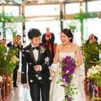 ヴィラ・グランディス ウエディングリゾート:誓いの舞台も思い通りの装花で彩って心地よい空間に。子どもゲストもお手伝いし、アットホームな挙式が実現