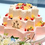 アルモニーヴィラ オージャルダン(HARMONIE VILLA EAU JARDIN):桜でコーディネートした会場はお祝いムード満点!ふたりのこだわりがいっぱい詰まった宴にゲストも大喜び