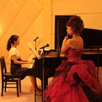 HARMONIE TERRASSE(アルモニー テラッセ):和装に合わせた演出を取り入れた各卓回りでゲストも笑顔。上質な空間に新婦と友人の美しい演奏が響き渡った
