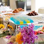 アクアテラス迎賓館 大津:プールつきのテラスに並ぶ、季節のデザートビュッフェ。感謝の気持ちをこめた美味しいおもてなしが喜ばれた