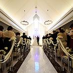 RIVER SIDE HOTEL NUMAZU(沼津リバーサイドホテル):新婦の両親やふたりの大切な友人、リングボーイなど、大好きな人たちに支えられて、永遠の愛を誓い合った