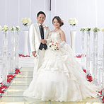 ベストウェスタンレンブラントホテル鹿児島リゾート:優しい光が注ぐ純白の空間で、桜島に向かって誓う永遠の愛。ゲストを身近に感じながらふたりは夫婦になった