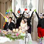 ホテルモントレ ラ・スール大阪:様々なテーマのフォトプロップスを用意しての各卓撮影。ポップな音楽にのせた、歌とダンスの余興も大盛況!
