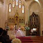 izumoden 豊橋:パイプオルガンの生演奏や美しいコーラスに包まれる人前式。ステンドグラスの光を受けて誓いをたてた