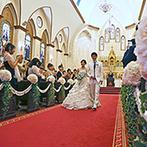 izumoden 豊橋:外国の教会を訪れたかのような、堂々たる佇まいの大聖堂。たくさんのゲストに見守られる温かな挙式が実現