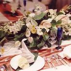 伊良湖ビューホテル:会場は装花の色が映える上品な雰囲気にコーディネート。地元渥美牛のステーキなど美味しい料理に皆が舌鼓!