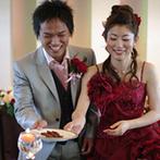 伊良湖ビューホテル:乾杯後にカーテンが開くと現れる絶景に感嘆の嵐!時期に合わせ「バレンタイン」をテーマにおもてなし