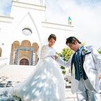 マリアージュ彦根:お城のような大聖堂での結婚式が新婦の夢。鮮やかなステンドグラスや映画のような大階段にも魅了された