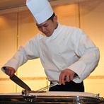 京都ホテルオークラ:中国料理が「美味しい!」とゲストに大好評!新郎がフランベ&カッティングした料理を、感謝を込めて両親へ