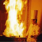 京都ホテルオークラ:ゲスト参加型の演出や絶品料理で、笑顔あふれるひと時。友人からのサプライズ映像で、会場が感動に包まれた