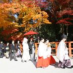 京都ホテルオークラ:新郎が七五三でも訪れた、「上賀茂神社」での神前式。カメラマンが2名体制で、思い出を残してくれた