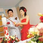 神戸北野ホテル:装花はブーケやドレス、会場との統一感を大切に。ゲストには、上質な料理で感謝とおもてなしの心を伝えた