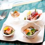 ホテル鐘山苑:ダイナミックな入場シーンで会場は大盛り上がり!おもてなしの絶品料理で、ゲスト同士のおしゃべりが弾んだ