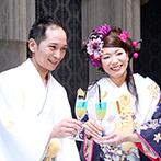 ホテル鐘山苑:和装もドレスも映えるモダンな会場には多彩な入場演出の仕掛けが。乾杯はふたり色のオリジナルカクテルで
