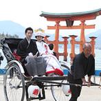 グランドプリンスホテル広島:世界遺産としても知られる神社での挙式は、胸に迫る想いも格別。溢れる祝福に、幸せな気分も最高潮