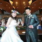 グランドプリンスホテル広島:カーテンオープンで絶景をゲストにプレゼント。シェフ自ら肉を切りわけてゲストにサービスする演出が好評