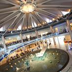 グランドプリンスホテル広島:眺望抜群で様々な演出が叶うチャペルとバンケットが、ふたりの心を掴んだ。スタッフの柔軟な対応もポイント