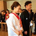 結びの宿 愛隣館:開放感のある空間で憧れの和装に身を包み、50名のゲストに見守られた誓い。友人達からも大絶賛の声が届いた