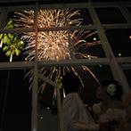 RIVAGE TERRASSE BLANC ANGE (リヴァージュテラス ブランアンジュ):オリジナルデザインをした可愛いケーキをドラマティックに入刀。サプライズ演出で歓声と拍手に包まれた