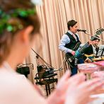 アイネスヴィラノッツェ宝ヶ池:バンド演奏や12本のバラのセレモニーなど、温かな感動が包む演出。ビデオレター&母の日の花束も感動的に
