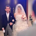 マリアージュ グランデ(MARIAGE GRANDE):さまざまな思い出を胸に父と歩くバージンロード。幻想的な光の演出で一生忘れられない思い出を残せた