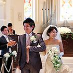 ア・ラ・モード パレ&ザ・リゾート:白亜の大聖堂で叶えたオリジナルのセレモニー。挙式後は、憧れの大階段で祝福のフラワーシャワー&記念撮影